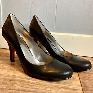 Nine West round toe Pumps / Court shoes size 8M